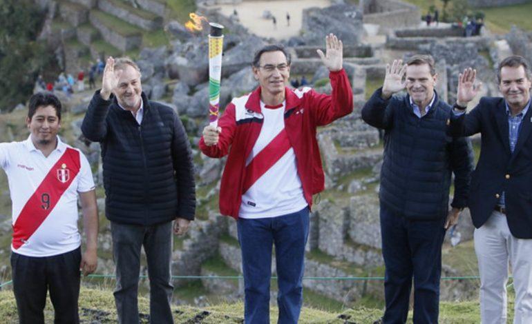 Fuego Panamericano ilumina Machu Picchu