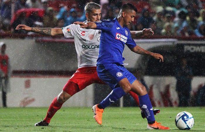 Necaxa y Cruz Azul, sin puntería, empatan sin goles
