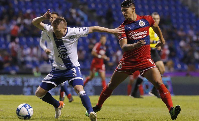 Puebla y Chivas igualan 1-1 en arranque de fecha tres