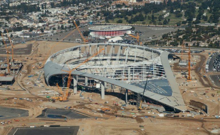 La NFL perdería USD 5.500 millones si juega en estadios vacíos: Forbes