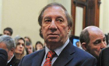 Entrenador campeón del mundo argentino Carlos Bilardo da positivo de coronavirus
