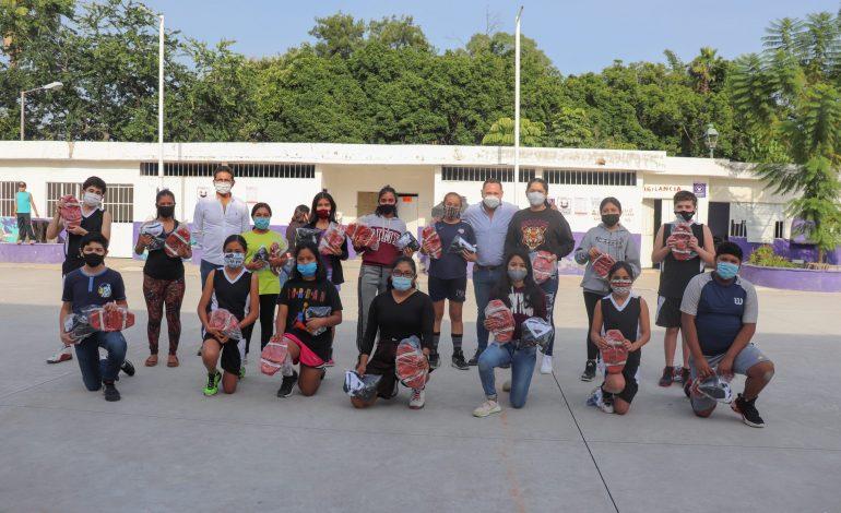"""Cumple INDEM a basquetbolistas de Unidad Deportiva """"Los Pinos"""""""
