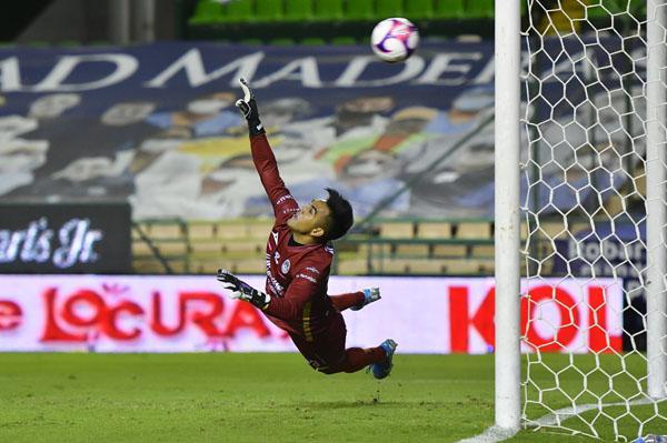 León gana y sigue de líder en el fútbol mexicano