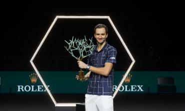Medvedev vence a Zverev en París y consigue su tercer Masters