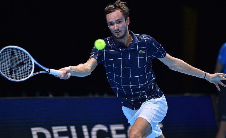 Medvedev sorprende a Djokovic en el ATP Finals