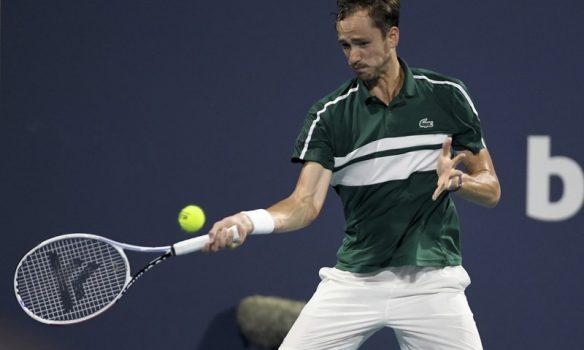 Medvedev da positivo por COVID y se baja de Montecarlo