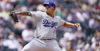 Urías inicia fuerte y Dodgers superan 4-2 a Rockies