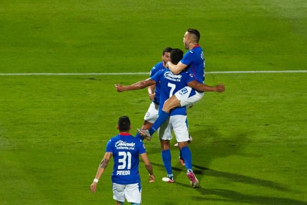 A un paso de la gloria, Cruz Azul vence 1-0 a Santos